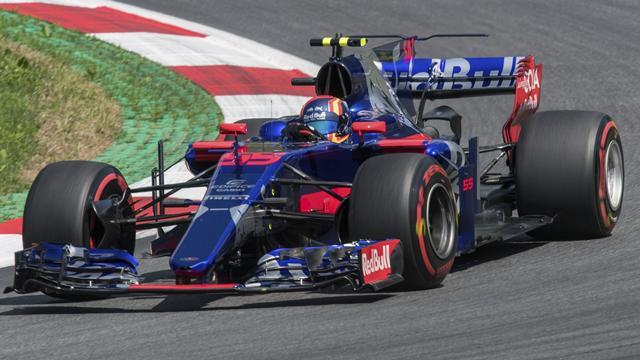 Sainz brilla en pleno pique con Red Bull, Alonso cumple y Bottas sorprende haciendo la pole