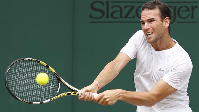 Federer, Djokovic enter third round at Wimbledon