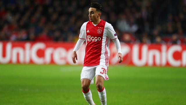 Jugador del Ajax se derrumba en medio de un partido