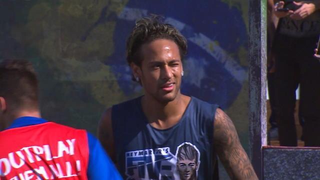 Même en vacances, Neymar fait le show !