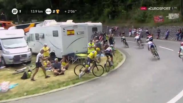 Tour de Francia 2017: El gran susto de Froome y Aru haciendo un recto en una curva