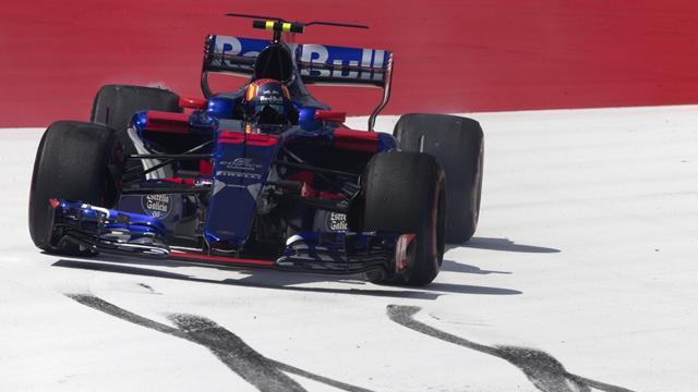 Kyvat arruina la carrera de Sainz en la primera vuelta y el español explota por radio