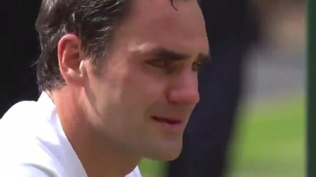 Federer vede i gemellini in tribuna e piange di commozione: l'emozione del campione