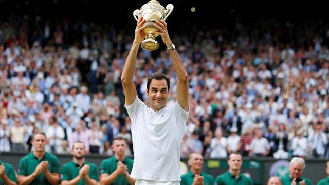 Federer llora en su momento de gloria al ganar por octava vez Wimbledon