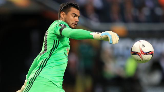 Sergio Romero signs new contract at Manchester United