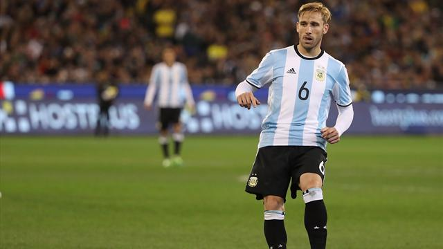 Milan sign midfielder Biglia on three-year deal