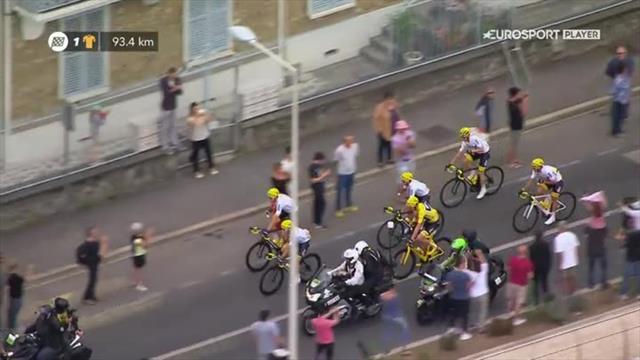 Tour de France 2017: inizia la festa del Team Sky, brindisi in testa al gruppo