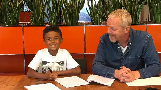 9-летний сын Клюйверта подписал контракт с Nike и установил национальный рекорд