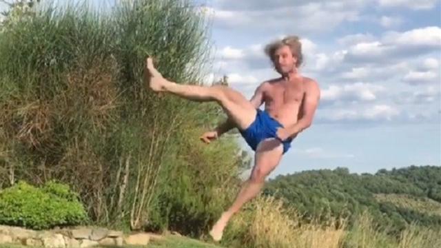Потрясные акробатические прыжки от Плющенко, который все еще в порядке