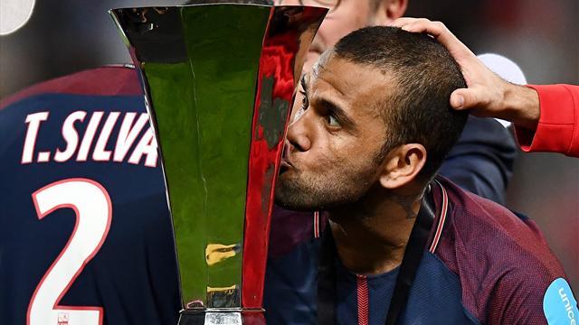 Avec Dani Alves, le joueur le plus titré du monde est (toujours) en Ligue 1