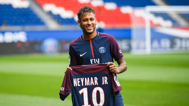 Porter le n°10 du PSG, un lourd héritage pour Neymar