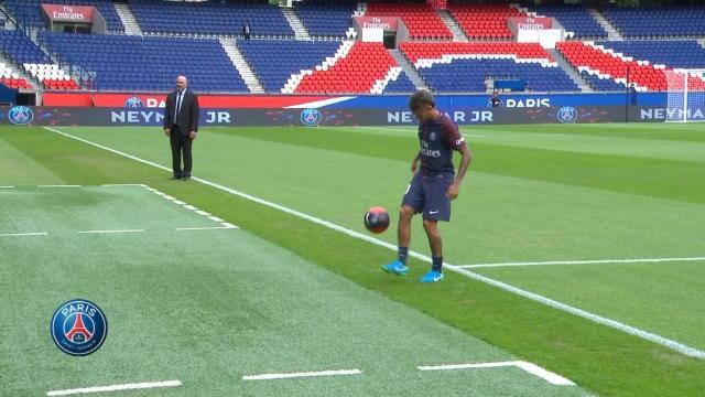 Les premiers jongles de Neymar au Parc des Princes