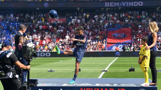 Ibrahimovic, doublé, Barça : les 5 choses à savoir sur les débuts de Neymar au Parc