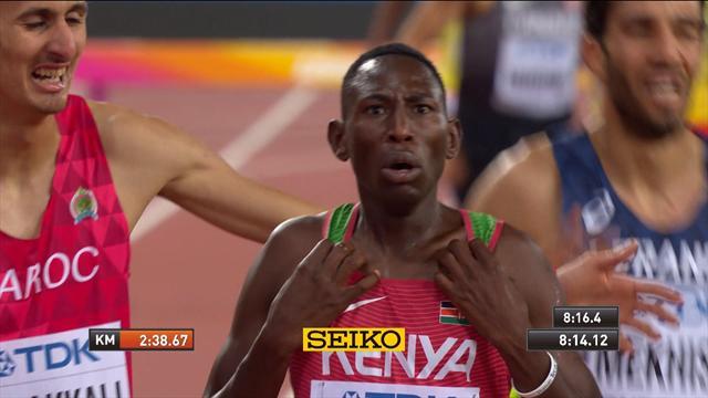 Кипруто даже позволил себе отпраздновать на финише