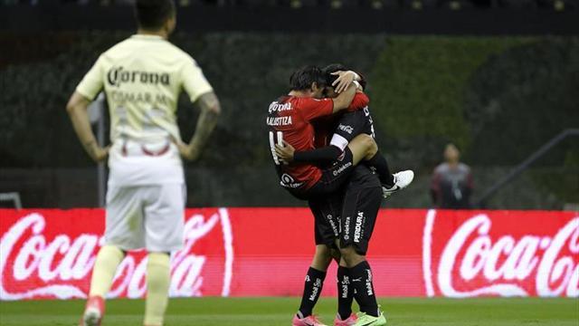 Atlas apoya a Rafa Márquez en partido contra América