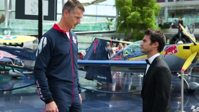 Pedrosa come James Bond: arriva dal cielo sul Red Bull Ring