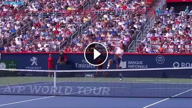 VIDEO - Splendido Backhand Smash di Federer: ammutolito Bautista