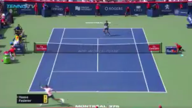 Federer, il rovescio in corsa a incrociare è sublime!