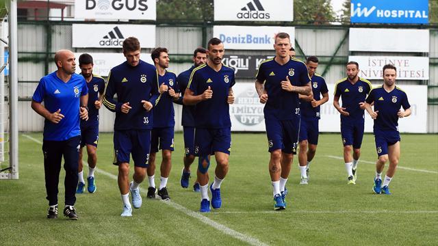 Fenerbahçe antrenmanında iki eksik