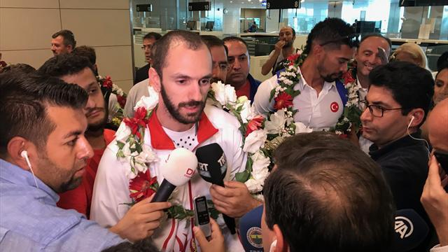 Ramil Guliyev ve Londra kafilesi yurda döndü