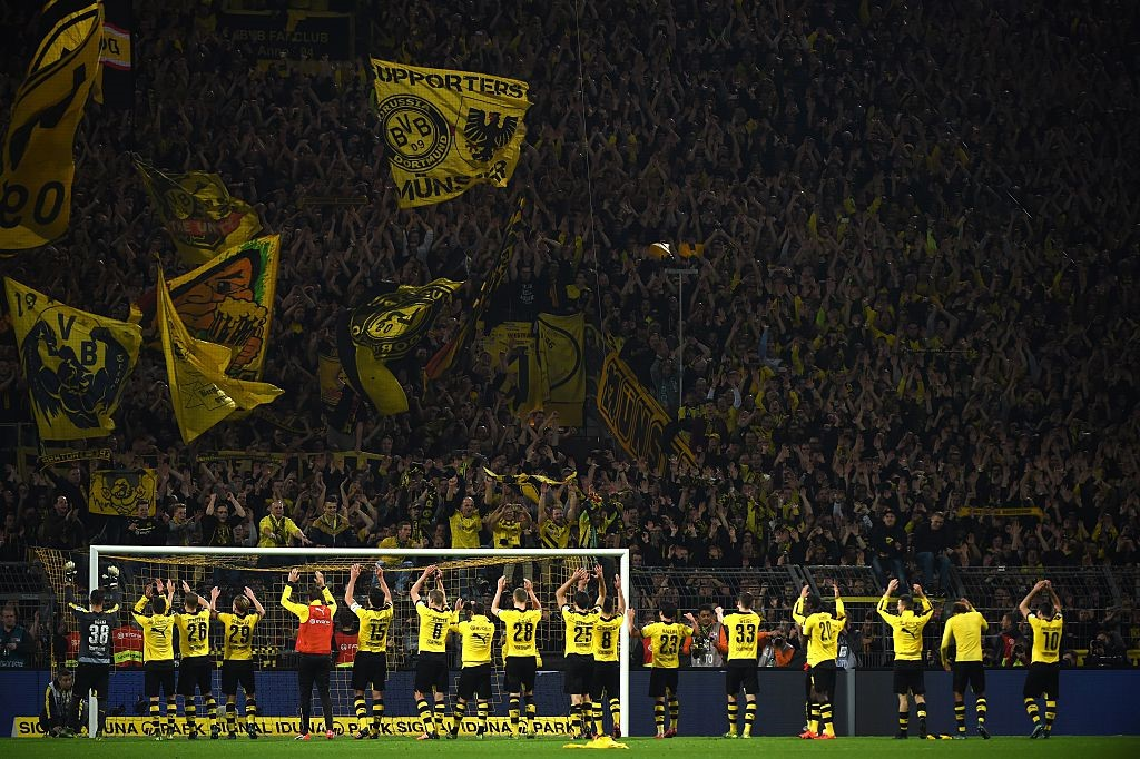 Фанаты дортмундской «Боруссии» на матче против «Шальке»