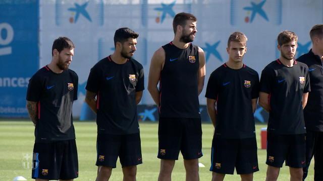 La minute de silence des joueurs du Barça en hommage aux victimes des attentats