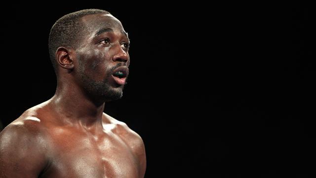 Crawford colle un énorme KO à Indongo et devient roi incontesté des super-légers