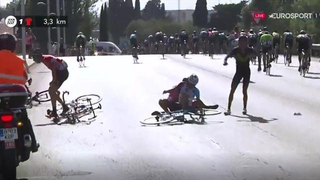 La Vuelta 2017: Fea y decisiva caída a falta de tres kilómetros para meta