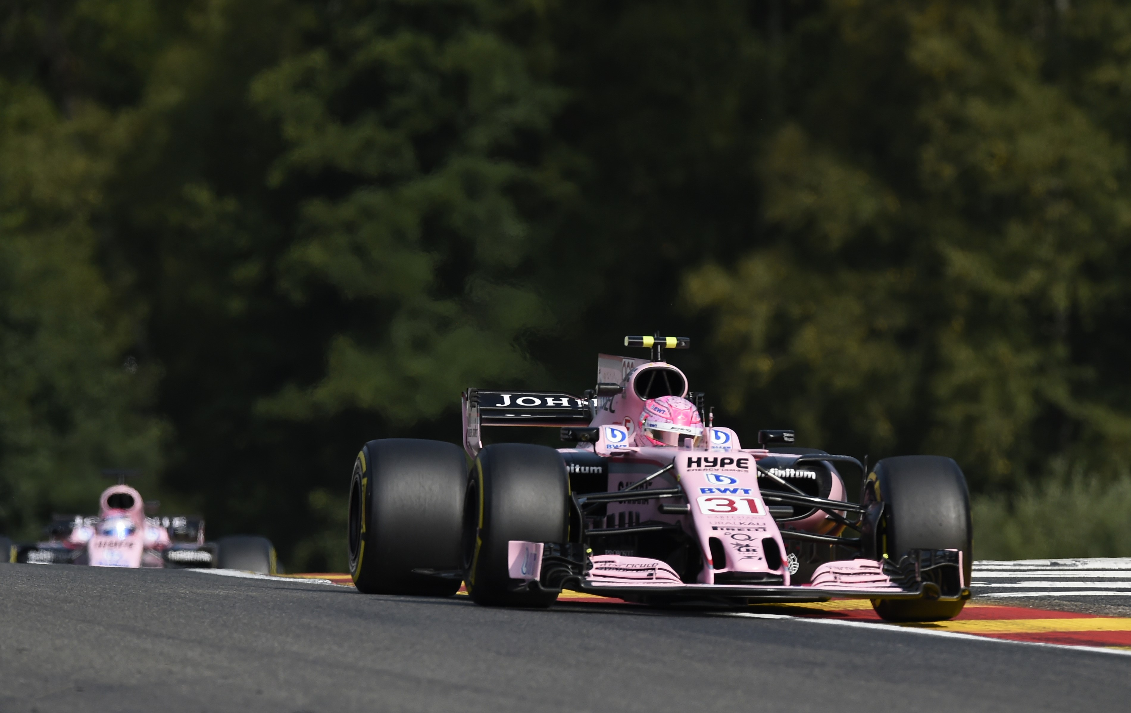 Esteban Ocon et Sergio Pérez (Force India)  au Grand Prix de Belgique 2017