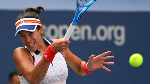 Garbiñe Muguruza versione Wimbledon; Petra Kvitova regola la Jankovic