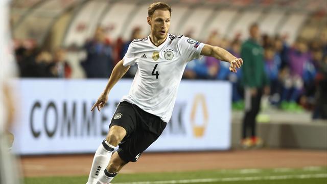 Juventus sign Schalke's Benedikt Howedes with option to buy