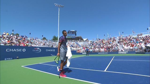 Tennisstjernen smadrer racketen i frustrasjon