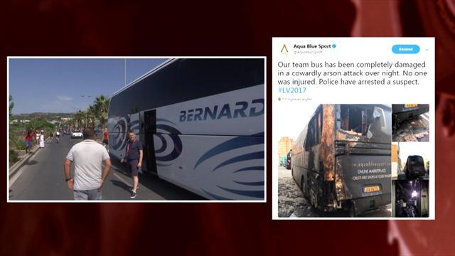 Злоумышленники подожгли автобус Aqua Blue, участвующей в «Вуэльте»