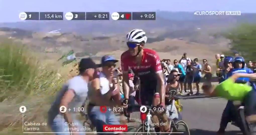 Contador, y la caída de un aficionado ante una moto