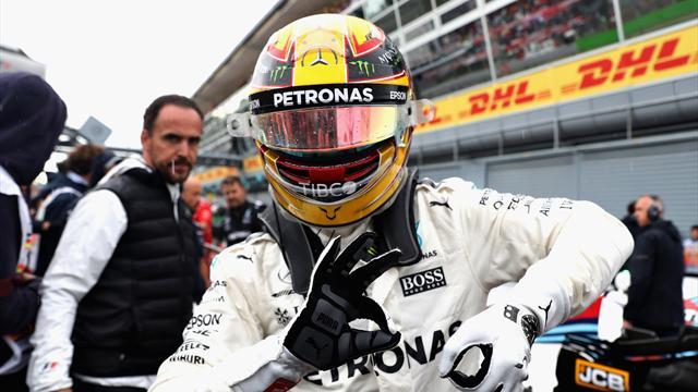 Hamilton &nbsp;<a class='keyword-sd' href='/italya/' title='İtalya'>İtalya</a>'da Schmacher'in rekorunu kırarak pole pozisyonunda