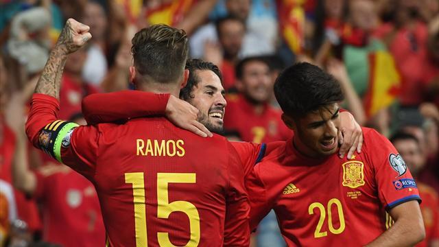 España golea a Italia con un recital de Isco y se acerca al Mundial (3-0)