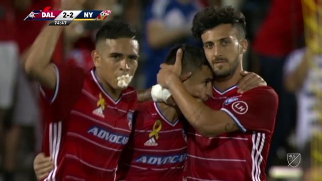 MLS: Marca el gol del empate y le firma la camiseta a una fan en pleno partido