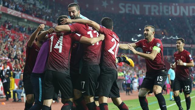 Türkiye-İzlanda maçının biletleri bir saatte tükendi