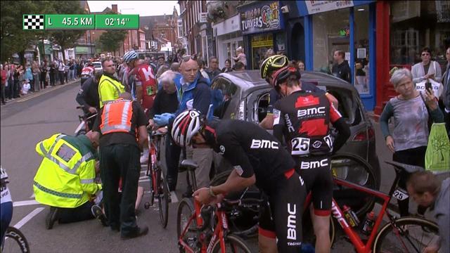 Skandale i Tour of Britain: Ryttere krasjet med parkert bil