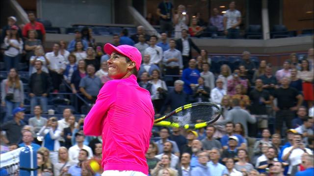 Woman goes crazy after catching Nadal's ball