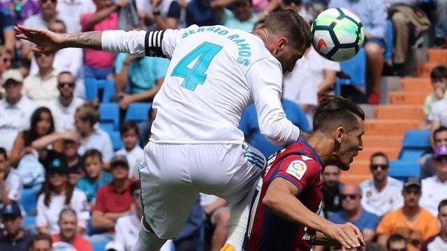La polémica: El Levante reclama falta en el gol del Madrid y Theo, penalti en el área granota