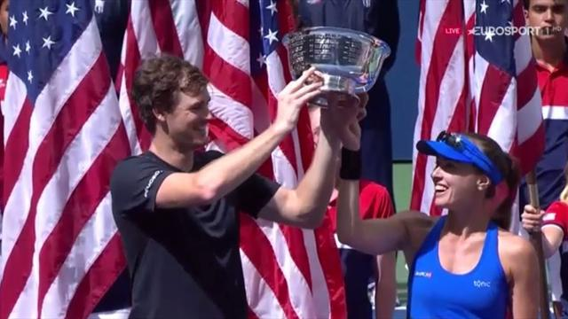 Hingis and Murray lift mixed doubles trophy