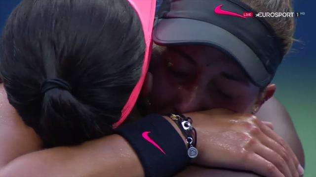 VIDEO: Stephens comforts Keys in lengthy embrace moments after match point