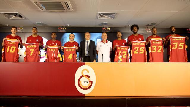 Galatasaray Odeabank yeni transferlerini basına tanıttı