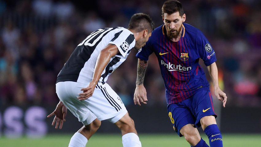 Rodrigo Bentancur alle prese con Leo Messi in Barcellona-Juventus, Champions League 2017/18