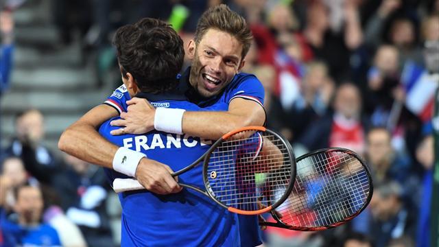 Australia e Francia più vicine alla finale dopo i doppi. Belgio e Serbia con le spalle al muro