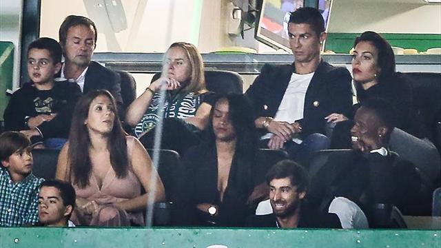 Cristiano Ronaldo sigue al club de su corazón desde la grada de Alvalade