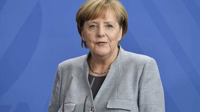 """""""Man muss aufpassen"""": Kanzlerin Merkel sorgt sich um den Fußball"""