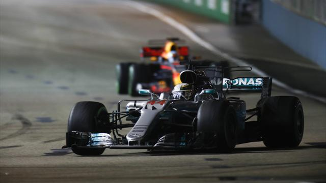 Хэмилтон выиграл Гран-при Сингапура, Квят снова не добрался до финиша