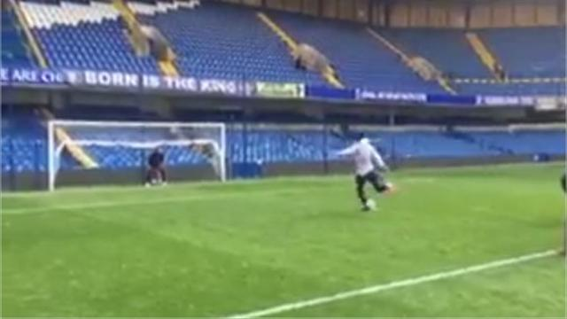 Карри приехал на «Стэмфорд Бридж» и мощно забил пенальти под перекладину